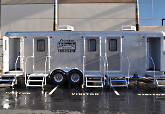 32ft. Forest River Shower Trailer - Rightway Site Services Inc.